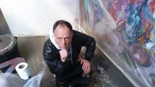 pic of alan dedman having a shit