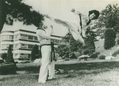 Black and white pic of Master Yoon kicking in Seoul Taekwon-Do Alan Dedman